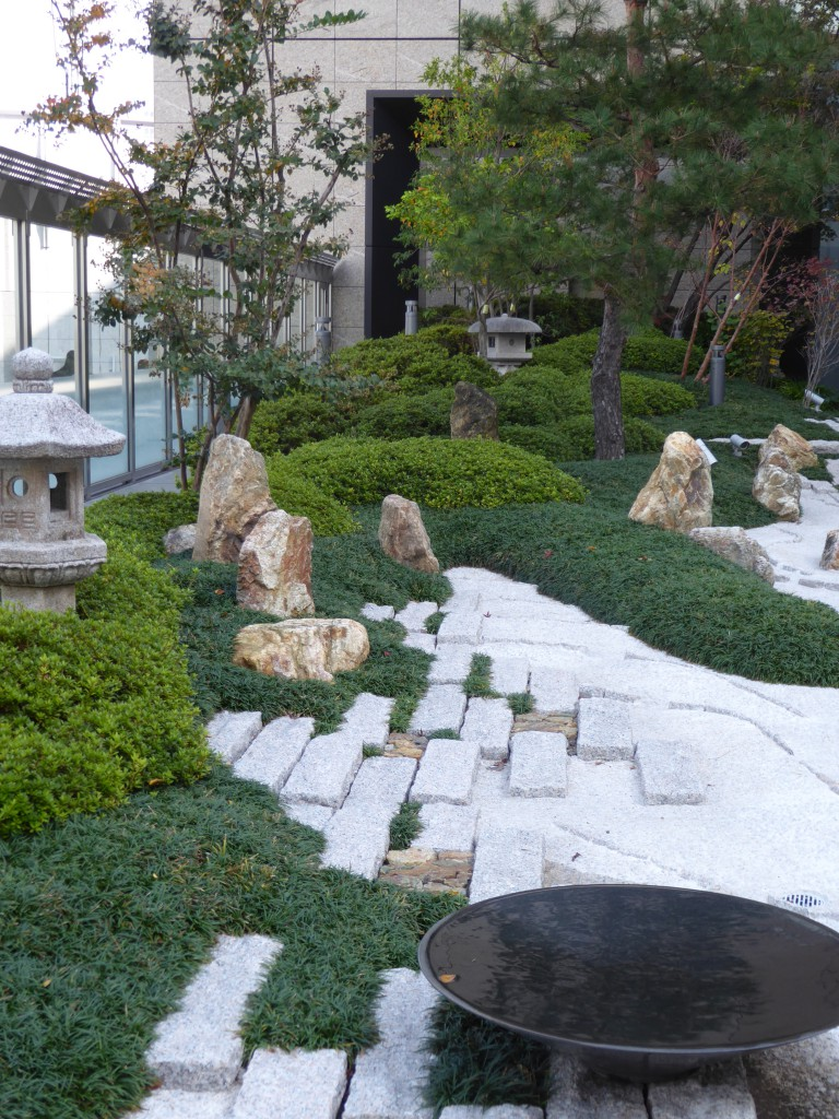 Osaka trainstation Japan (1)