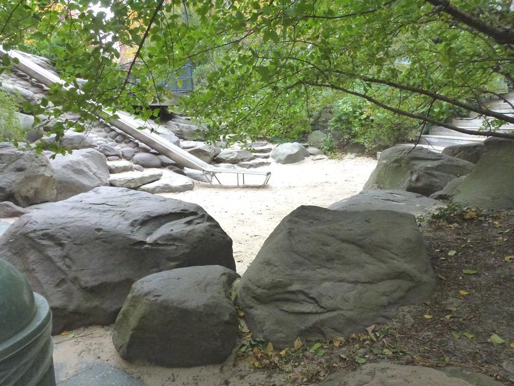 Teardrop park (4)